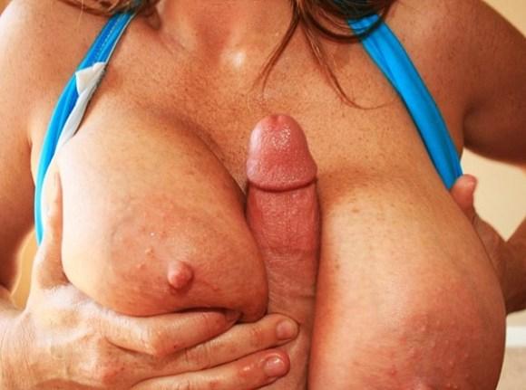 Amelia blir bröstknullad av Pino