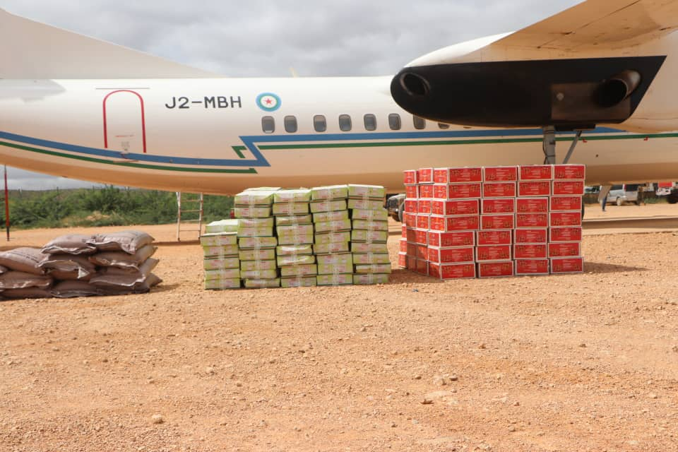 Djibouti Delivers food aid to people affected by floods in Beledweyne town