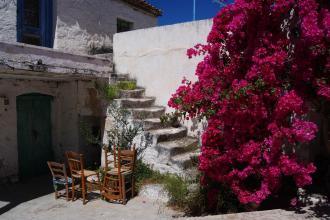 Stühle Treppe Blumen Griechenland Insel