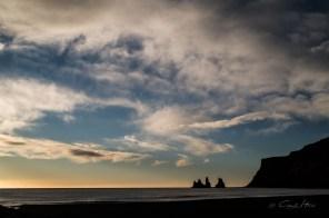 Reynisdrangar, Skessudrangur, Landdrangur, Langsamur, trolls, Trolle, Vik y Myrdal, Island, Iceland, lava, black beach
