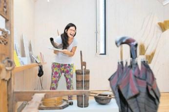Veronica Carmine nel nuovo spazio espositivo del museo di Val Verzasca.
