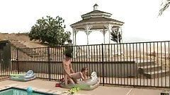 Novinhos na foda gostosa na piscina