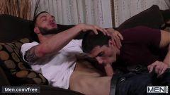 Sobrinho dando o cu apertado para seu tio comer