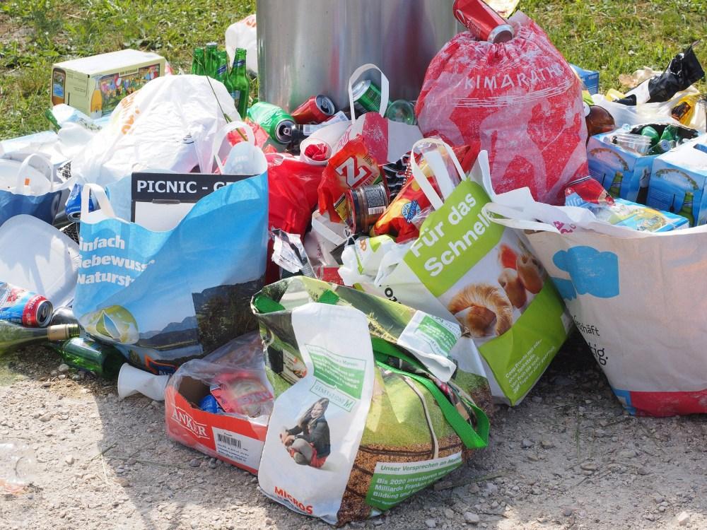 7e448cf35 Entregar bolsas de plástico no biodegradables de manera indiscriminada y  popotes sin que el cliente lo pida, ya lo prohíbe la Ley de Residuos del  Estado de ...