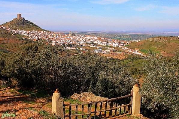 Vista del pueblo desde el camino de la Zorra