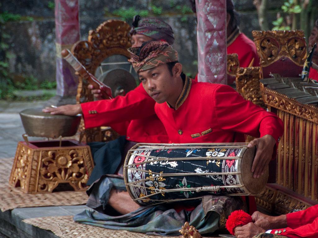 Lion Animal Wallpaper Barong And Kris Dance Batuan Bali Indonesia Sonya And
