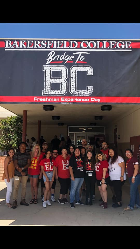 Group stands under sign Bakersfield College Bridge to BC Freshman Experience Day.