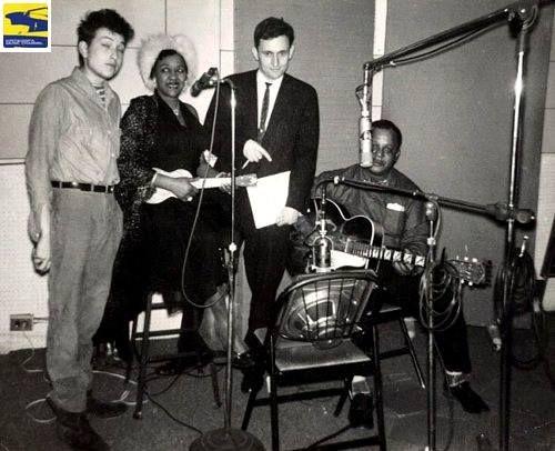 Quatro músicos no estúdio