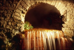 The hydrothermic 'wellspring' at Aqua Sulis in Bath, England. Photo by Jamie S. Walters. Creative Commons - share with attribution and link.
