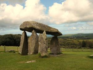 Pentre Ifan, standing stones in Pembrokeshire, South Wales. Photo by Littlestone (Image from Heritage Journal. See link at image credit at post's end.)