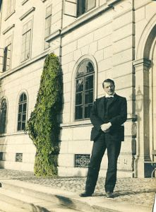 Dr. Carl Gustav Jung, Swiss visionary and psychiatry pioneer, c. 1909, in front of the Burghölzli clinic, Zurich.