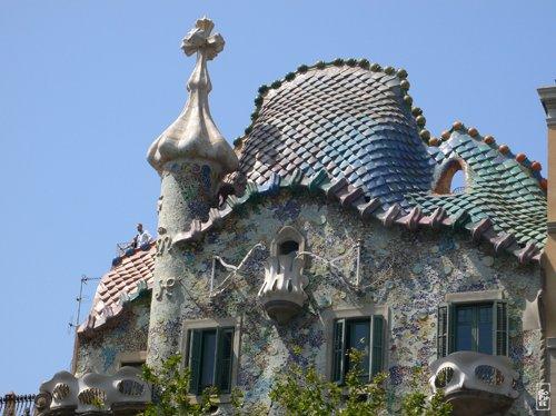 Casa Batll ceramic roof  Toit en cramique de la Casa Batll Sophies maze