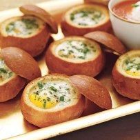 baked-eggs-bread-bowls-x