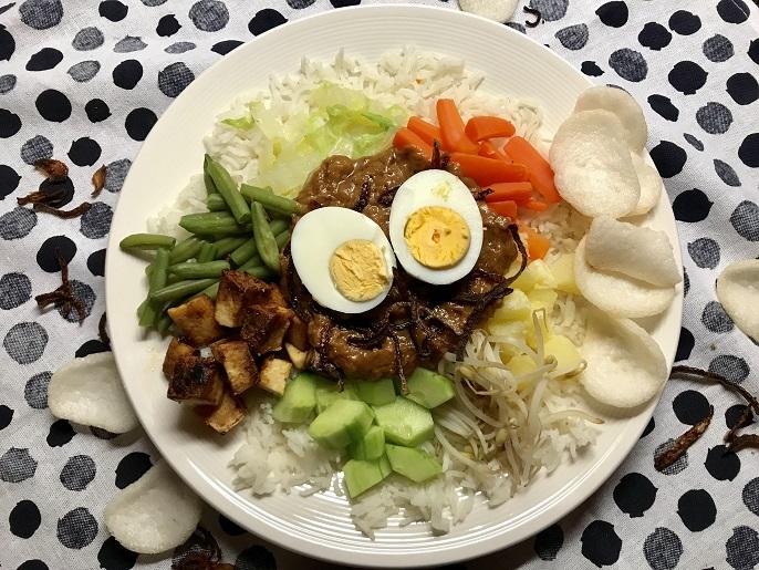 Gado gado, Indonesiche groenteschotel met pindasaus