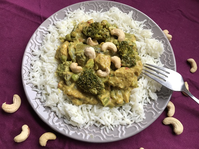 Kip madras met broccoli en champignons