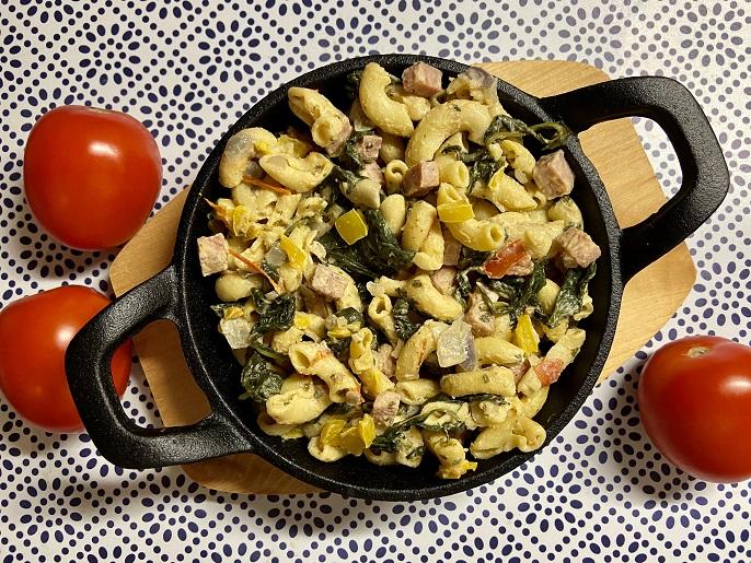 Macaroni met spinazie, tomaten en ham