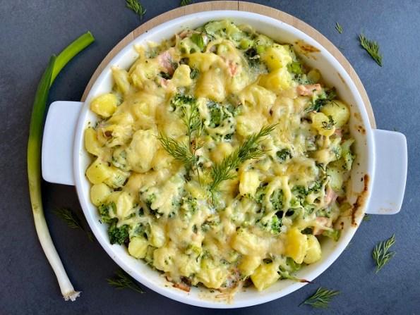 Ovenschotel met broccoli, gerookte zalm en krieltjes