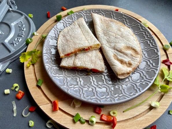 Quesadillas met tomaat, kaas en paprika