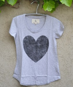 tshirt grey marle black heart