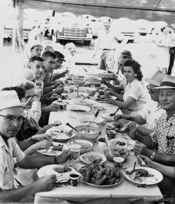 Alamo Schuetzenverein barbecue picnic. Yum! (030\0829-94A)