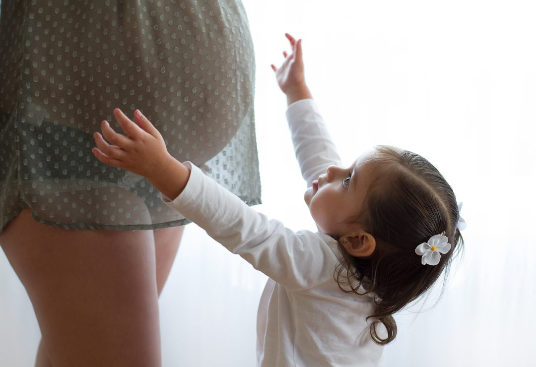 Pregnant mom with daughter maternity session SophiePhoto
