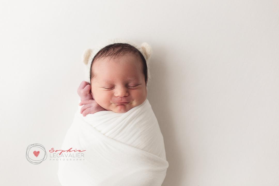 White mini newborn photoshoot Victoria BC