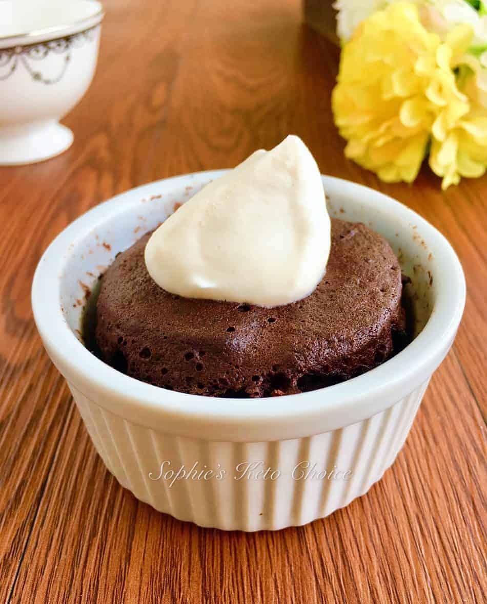 [生酮甜點] 1分鐘 免烤生酮巧克力蛋糕 – 真的只要1分鐘!懶人專用