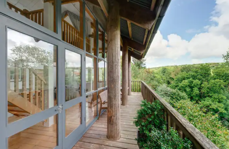unique airbnb stays uk luxe treehouse