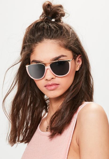 lunettes-de-soleil-monture-rose-contrastante