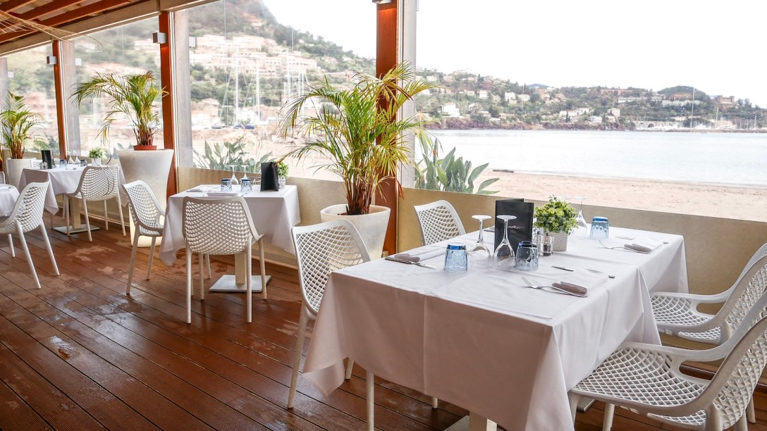 le-magellan-theoules-sur-mer-restaurant-plage-privee-soprettylittlethings