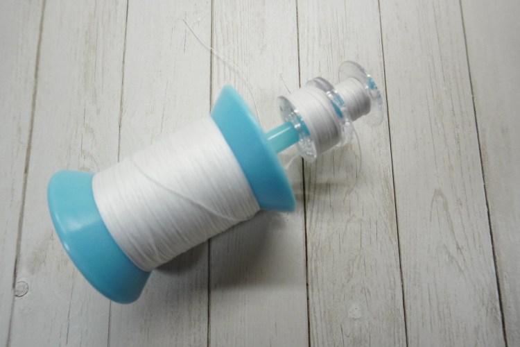 ミシン糸とボビンを一緒に収納・タピオカストローでボビンキャッチャー代用品 ボビン2個