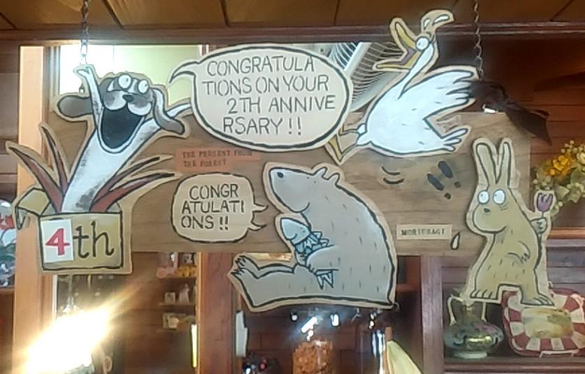 『スイーツカフェ クイール』木の動物ボード