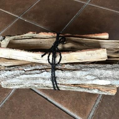 薪/宇目産 広葉樹(火持ちが良く、焚き火として利用)1,000円