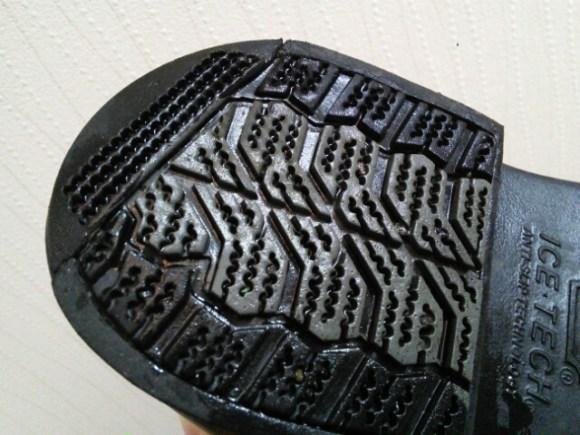 ICETECHの靴底(かかと)は滑りにくい工夫がされています