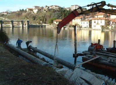 Palancole per operazione sul lago