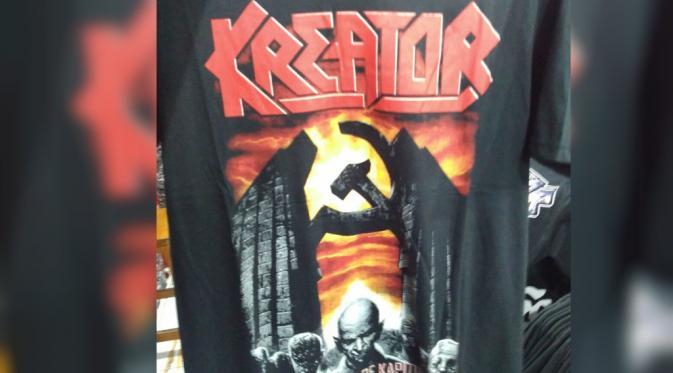 """Toko itu memang menjual aneka kaus grup band. Mereka tahunya itu kaus band Kreator. Dan setelah kami cari di internet ternyata benar,"" terang dia. Kaos tersebut juga pernah dipakai saat Kreator menggelar konsernya di Berlin pada 1990. Di bawah tulisan Kreator, terdapat gambar palu arit yang diapit 2 batu di sampingnya. Sementara di bawah logo itu terdapat gambar zombie dan tulisan 'at the pulse of kapitulation'. Sementara itu, YS (45), penjaga toko tak tahu jika kaus band Kreator berlambang palu arit itu bakal dipermasalahkan oleh pihak berwajib. Sebab, gambar itu diambil dari cover kaset Kreator pada 1990. ""Kami jual kaus-kaus musik dari luar ada semua. Gambar yang kami peroleh kami ambil dari internet, termasuk cover kasetnya juga. Lalu kami order ke pabrik,"" ucap YS. Ke depan, pihaknya akan lebih selektif untuk mencari gambar-gambar dari grup band yang akan dijadikan kaus. ""Kami memang nggak tahu kalau jual kaos bergambar itu bakal berefek. Ke depan kami akan lebih selektif,"" pungkas YS."