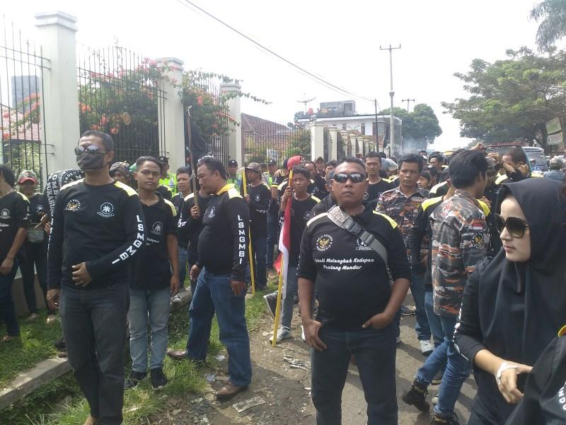 Aksi Demo LSM GMBI di Kejaksaan Negeri Cibadak Sukabumi