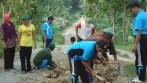 Jelang Ramadhan Benahi Jalan Desa