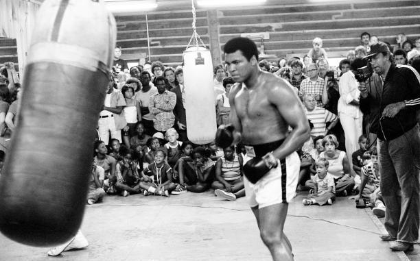 Petinju Legendaris Muhammad Ali Meninggal Dunia
