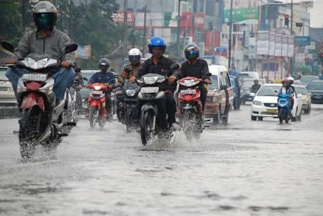 Tips Merawat Motor di Musim Hujan