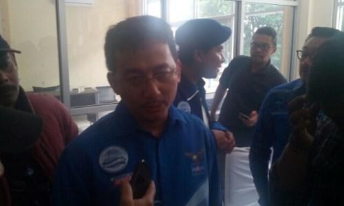 Herlas Juniar Sekertaris DPD Partai Demokrat saat menjelaskan potensi Agung Suryamal di penjaringan Partai Demokrat.