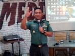 Kapendam III/Siliwangi Kol. Arh MD Ariyanto, saat menjelaskan rencana program mengharumkan kembali Sungai Citarum yang melibatkan Kodam Siliwangi kepada wartawan di salah satu rumah makan di Jl Cempaka, Kota Bandung, Rabu (29/11/2017).