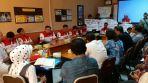 Audiensi LSM PMPR Indonesia bersama 6 pimpinan rumah sakit di wilayah Kota Cimahi dan Kadinkes, Kakesbang, serta Asda bidang Pemerintahan dan Kesra Kota Cimahi yang dilaksanakan di salasatu ruang rapat Kantor Pemerintah Kota Cimahi , (15/11/2017)