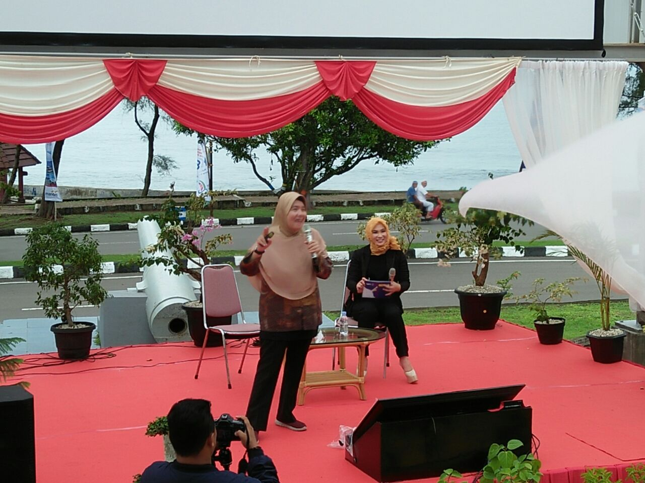Direktur Fasilitasi Infrastruktur Fisik Bekraf, Selliane Halia Ishak memberi sambutan Learn X
