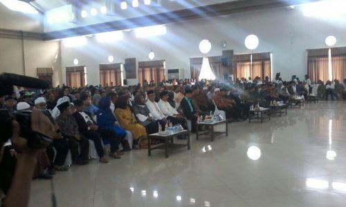 Deklarasi H Herdiat - Yana sebagai pasangan calon Bupati dan Wakil Bupati Kabupaten Ciamis berlangsung meriah dengan dihadiri oleh pengurus dan simpatisan parpol pengusung beserta relawan, Minggu (3/12/2017).