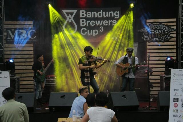 Performance Ammy Kurniawan digelaran Bandung Brewers Cup 3 di The Soko, Dago Resort.