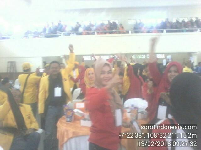 Para pendukung Asih Saenyana saat pengundian nomor urut