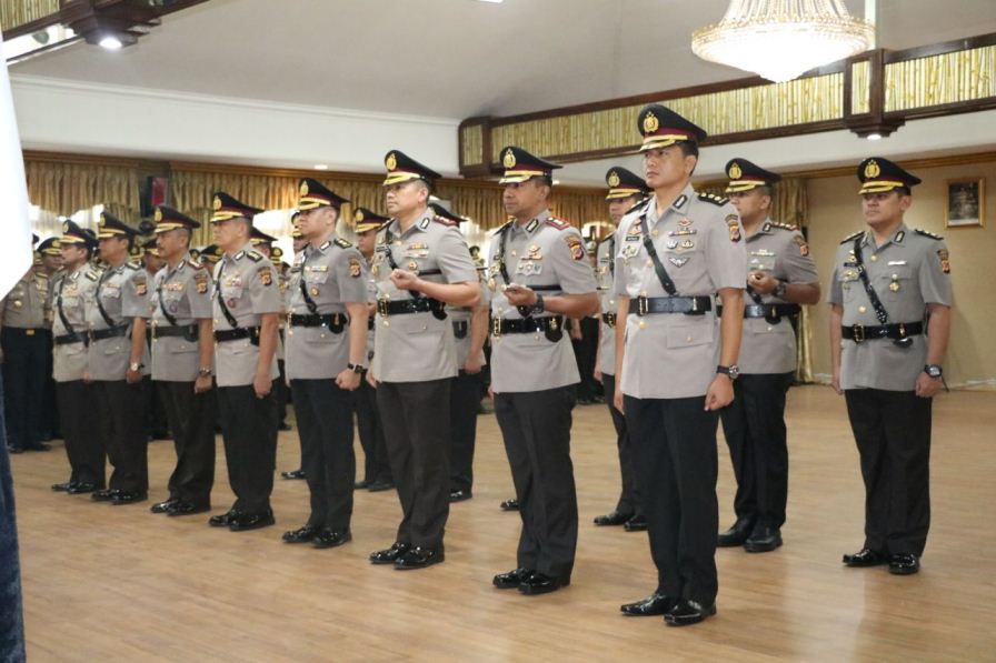 Serah terima jabatan pejabat utama dan Kapolres di wilayah hukum Polda Jabar