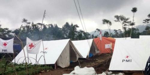 Shelter di atas lahan wortel milik Mugo di area bencana gempa Banjarnegara