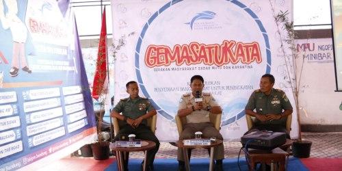 Kepala BKIPM Bandung Dedy Arief menyampaikan materi Penyelamatan Sumber Daya Ikan (SDI) dan 3 Pilar Kementerian Kelautan dan Perikanan RI kepada personel TNI AL